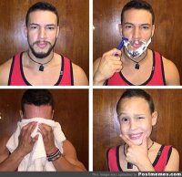 Mężczyzna goli się