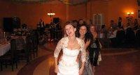 panna młoda i goście na weselu